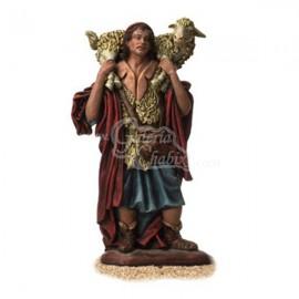 Pastor con oveja al hombro