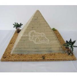 Piramide con palmeras
