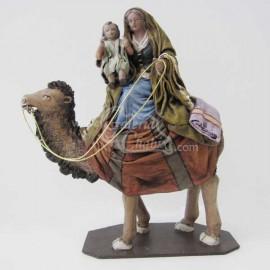 Pastora en camello con niño