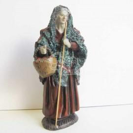 Anciana con cesta